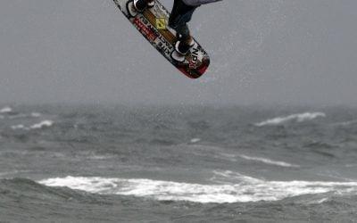 Stefan Permien, 23 Jahre, aus Kiel, beim Handlepass, Kitesurf Trophy, in Warnemünde, 17.-19.07.09, c:reemedia
